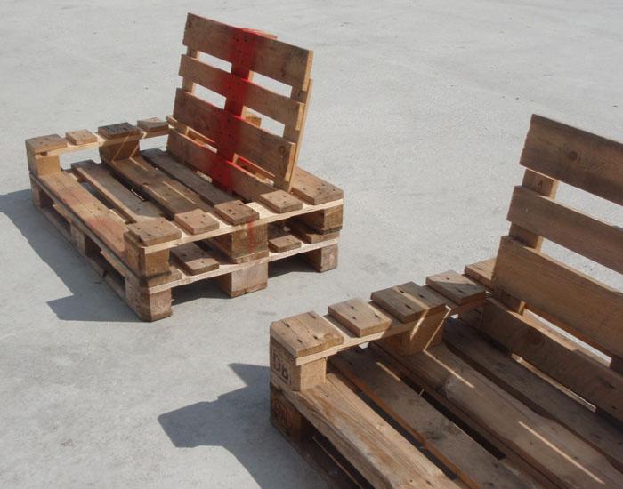 Muebles hechos con palets for Reciclado de palets sillones