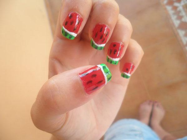 Manicura, pintura de uñas.