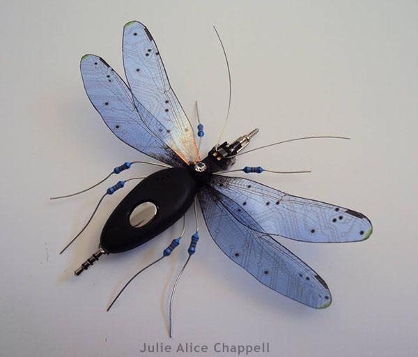 Bonitos insectos hechos con trozos de placas, cables, filamentos...