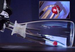 Robot ayuda al cirujano