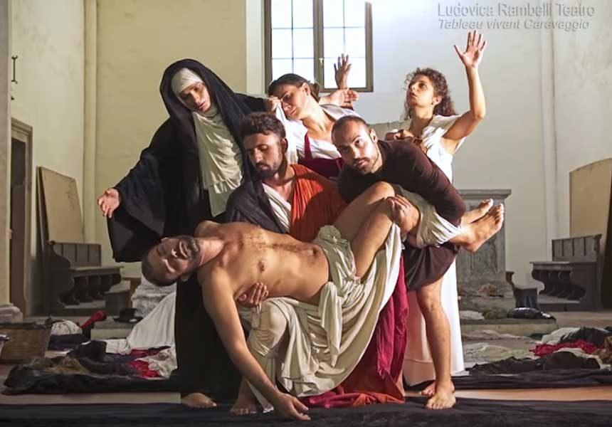Teatralización de pinturas de Caravaggio con la música del requiem de Mozart.